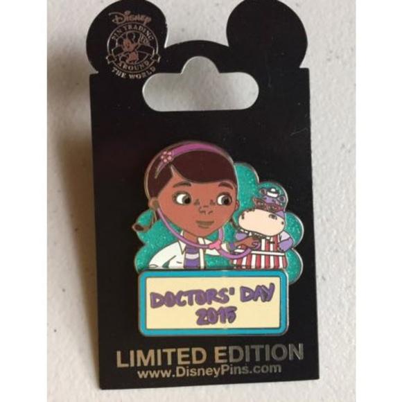 Disney Pin Doc McStuffins Doctors Day LE 2015 Rare NWT